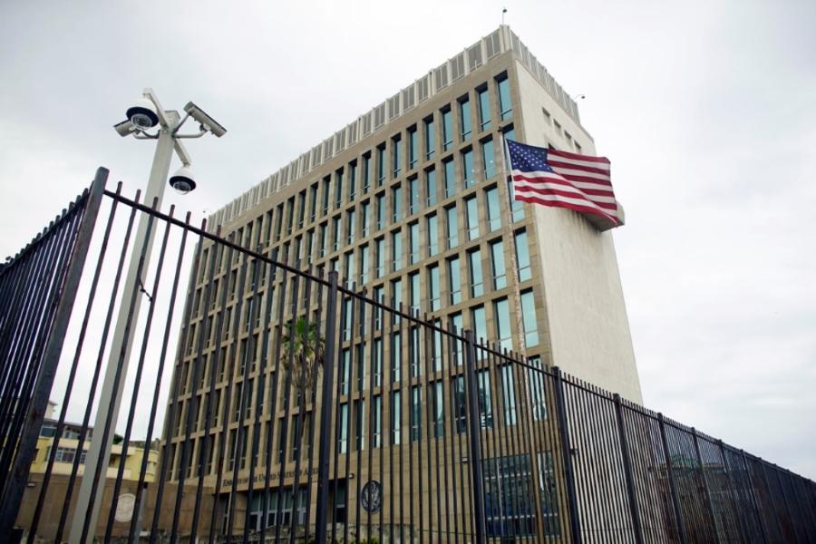 embajada_eeuu_bandera_habana