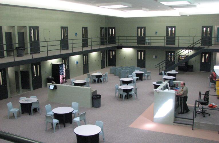 Kentucky reabre las instalaciones correccionales estatales para visitas en persona