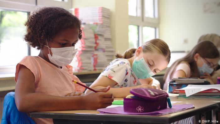 La junta de JCPS vota unánimemente para exigir máscaras durante este año escolar