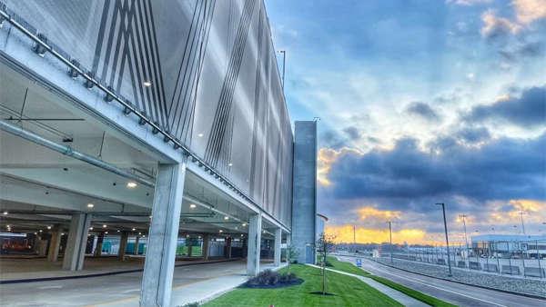CVG abre un nuevo centro de alquiler de vehículos y transporte terrestre.