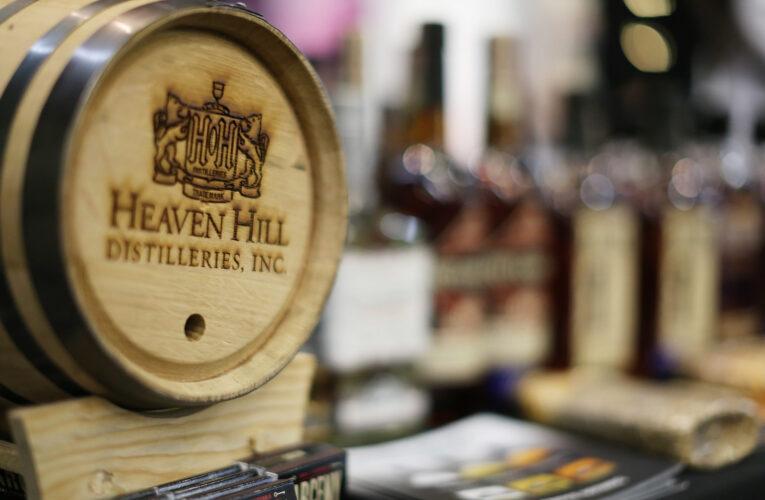 Las conversaciones sindicales se estancan; Destilería Heaven Hill para contratar trabajadores de reemplazo.