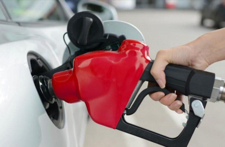 Los precios de la gasolina generalmente caen en Louisville en el otoño. ¿Por qué están subiendo en su lugar este año?
